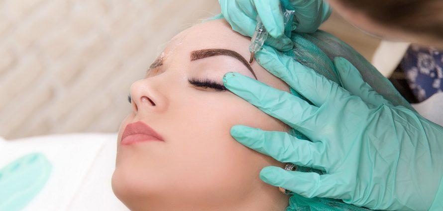 female patient receiving micropigmentation treatment